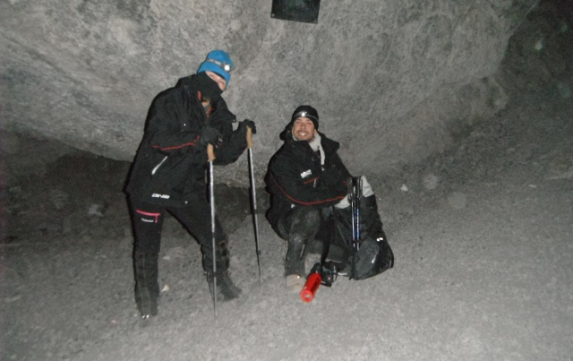 Vestido para o cume, a 5 mil metros de altura (com mil roupas para aguentar a temp de -10 graus)