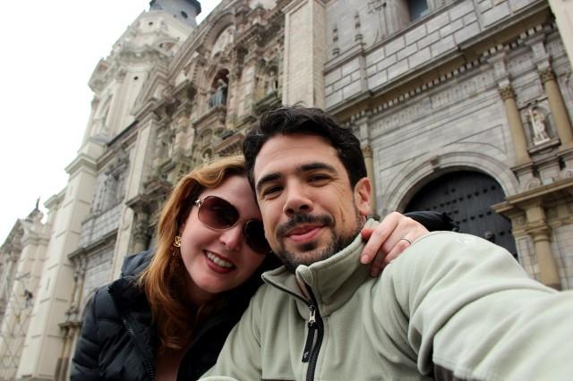 """Eu e Guico """"tristes"""" na frente da Catedral"""