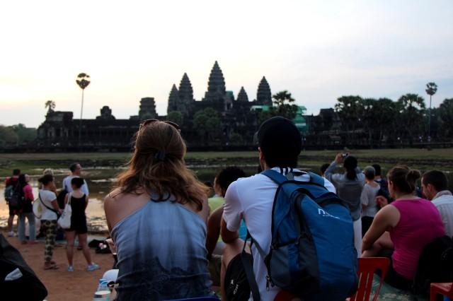Esperando o sol nascer em Angkor Wat