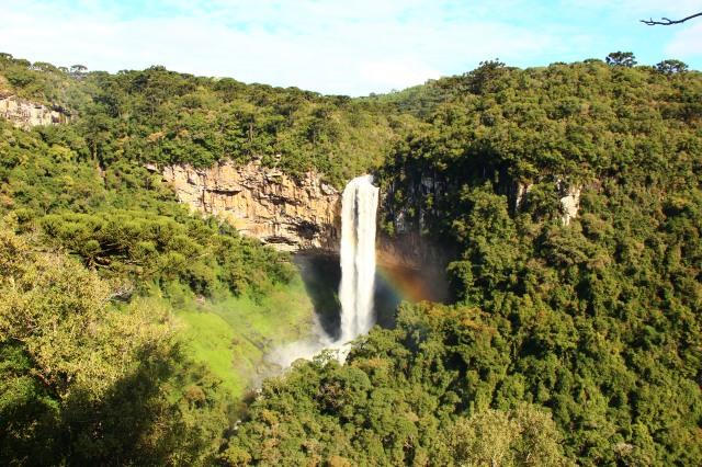Arco-íris lindo na Cascata do Caracol em Canela
