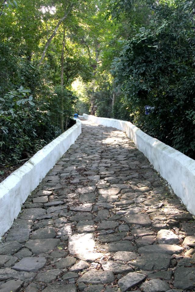 Caminho da Penitência Convento da Penha - Pedras foram trazidos pelos índios