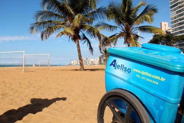 Picolés Ajellso na Praia da Costa