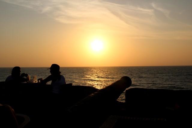 Lindo por do sol em Cartagena, com vinho e música