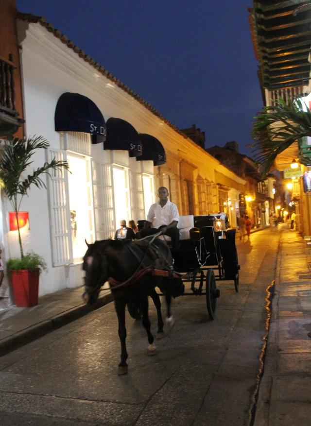 Andar de carruagem é um passeio popular em Cartagena