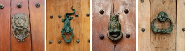 Aprendendo no tour: cada puxador de porta simboliza as pessoas da casa: leão para militares, lagartos para nobreza, peixes para comerciantes etc.