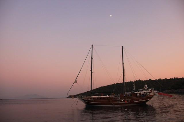 Barco (conhecido com gullet) que faz a Costa da Lícia