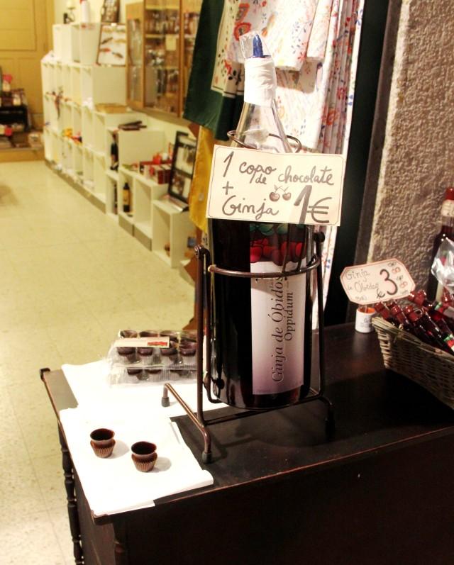 Licor de ginja com copo de chocolate