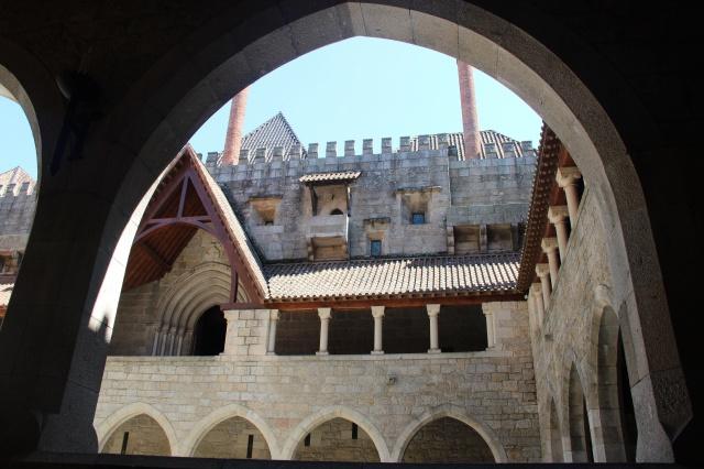 Quartel antigo de Guimarães ( mais legal que o castelo)