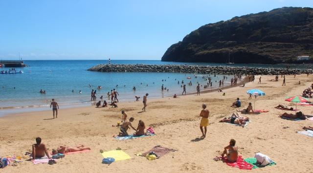 Praia Machico com areia importada