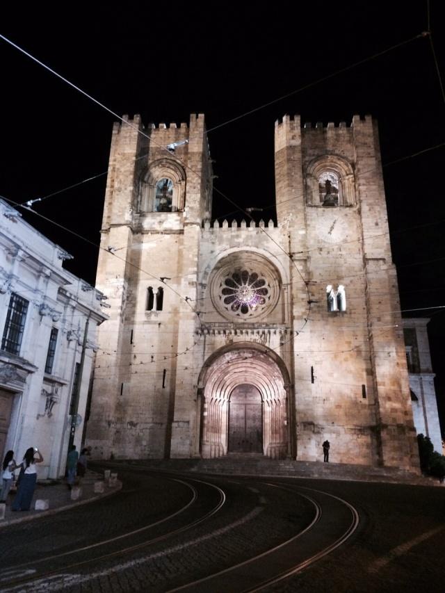Sé de Lisboa iluminada