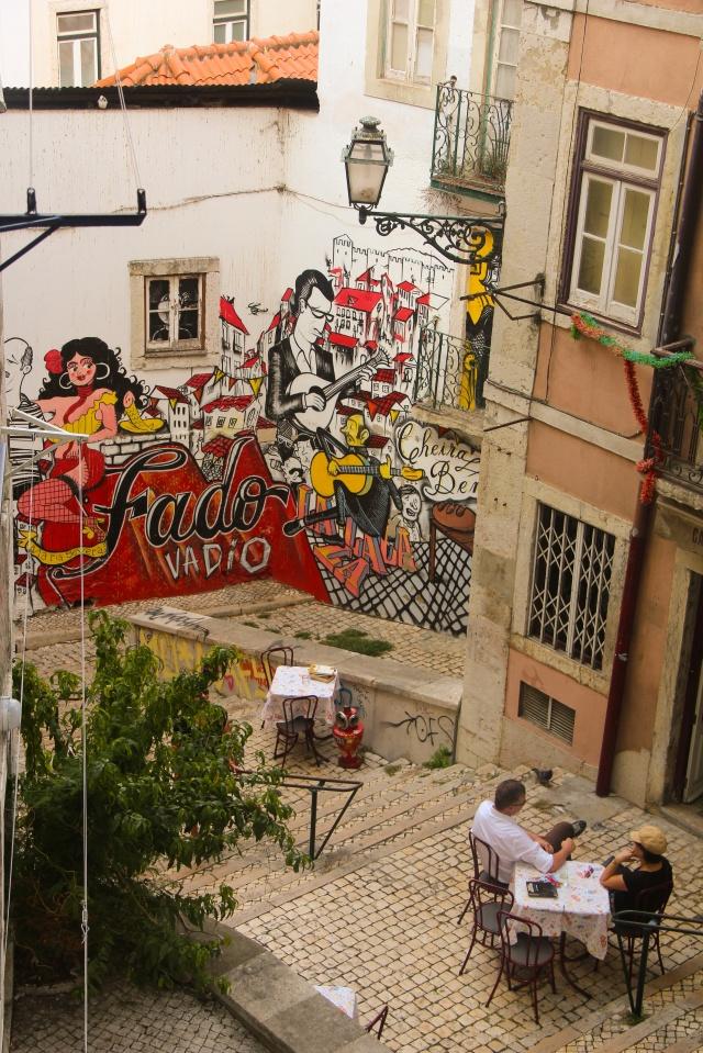 Arte de rua e restaurantes da Mouraria