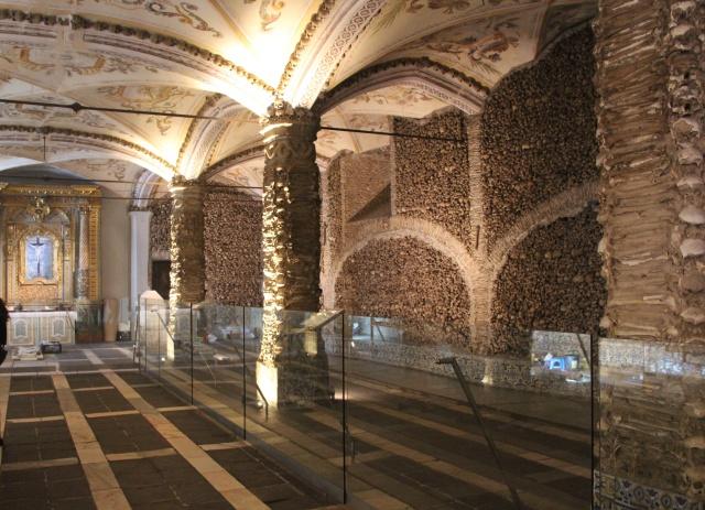 Interior da Capela dos Ossos
