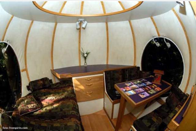 interior-casa-esfera-arvore