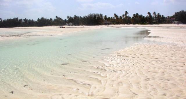 Paje é linda, com períodos de maré baixa (formando piscinas naturais) e mais alta, melhor pra nadar