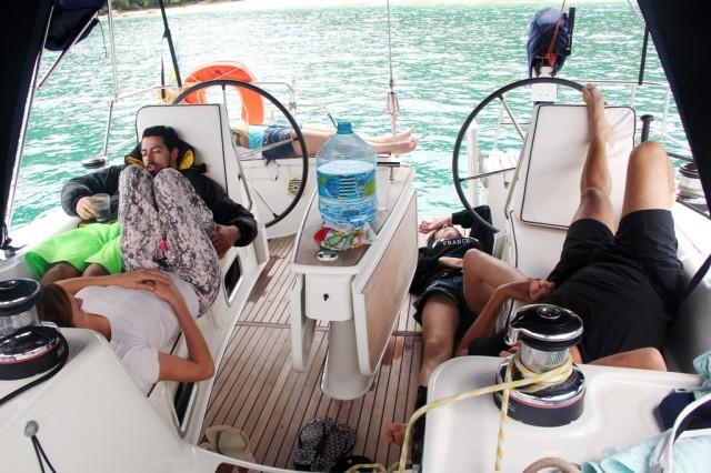 Tiramos o barco do motor para velejar e todo mundo enjoou com o sacolejo!
