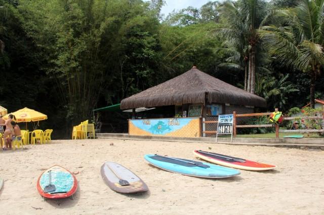 Quiosque da Praia da Júlia, com ótimos pratos, caipiroskas e aluguel de Standup!