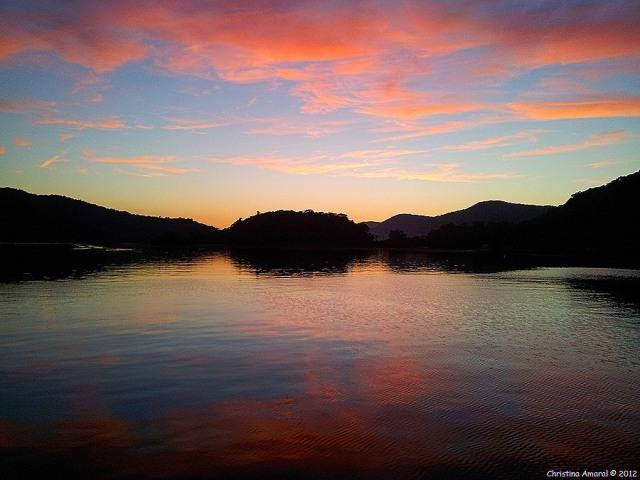 Por do sol no Saco do Céu (foto: blog Memórias Vivas).