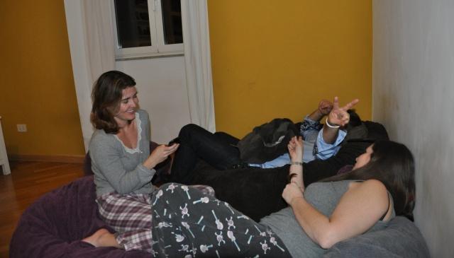 Meu pijama de inverno! Conversando com a galera do hostel em um pós balada!