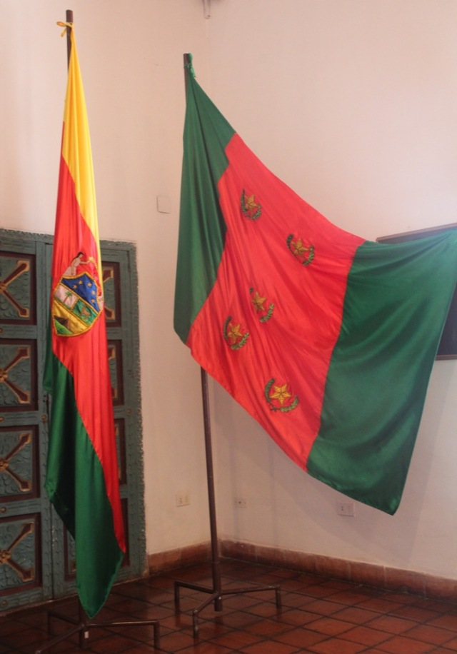 A Bolívia teve duas bandeiras até chegar a atual. A aberta foi a primeira.