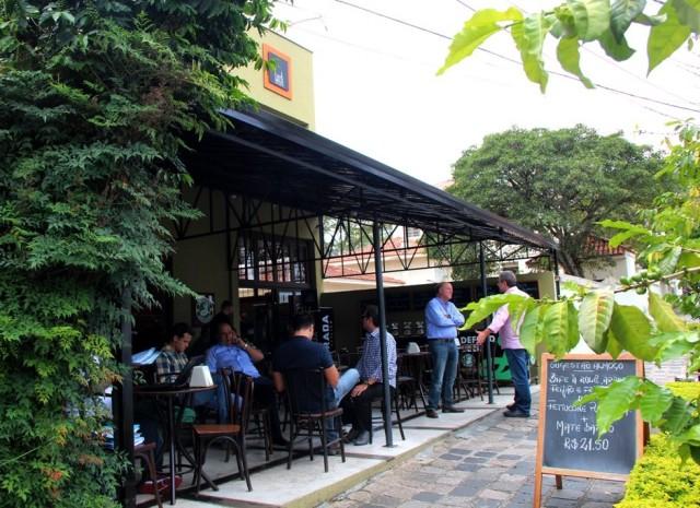 Fachada do Lucca Café em Curitiba