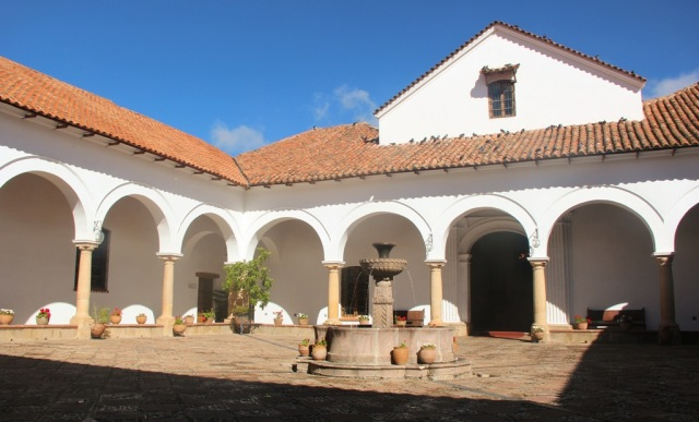 Casa libertad: monastério jesuíta em 1592, universidade em 1624, hoje museu histórico.