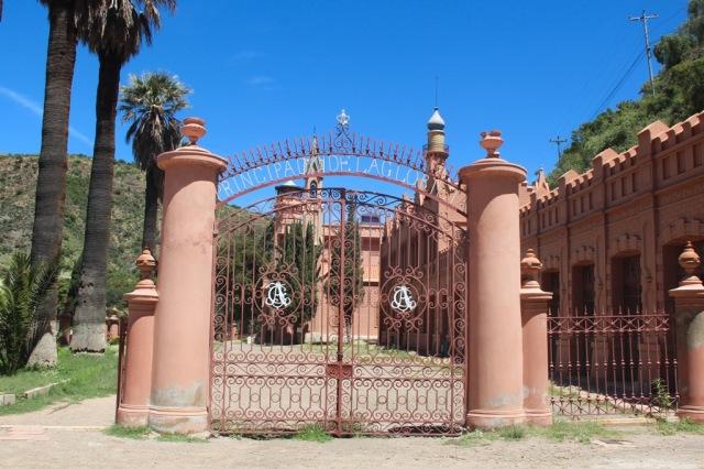 Chegando no castelo: portão Principado de la Glorieta