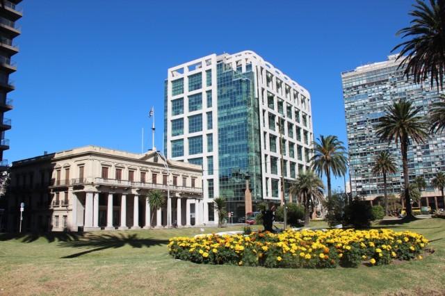 Praça da Independência: Onde fica o Teatro Solis e outros marcos importantes