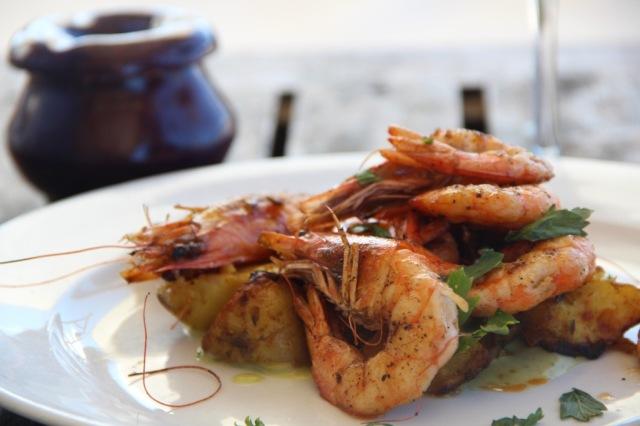 Prato delicioso de camarões do La Huella