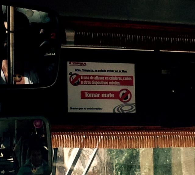 Aviso no ônibus: é proibido tomar mate!