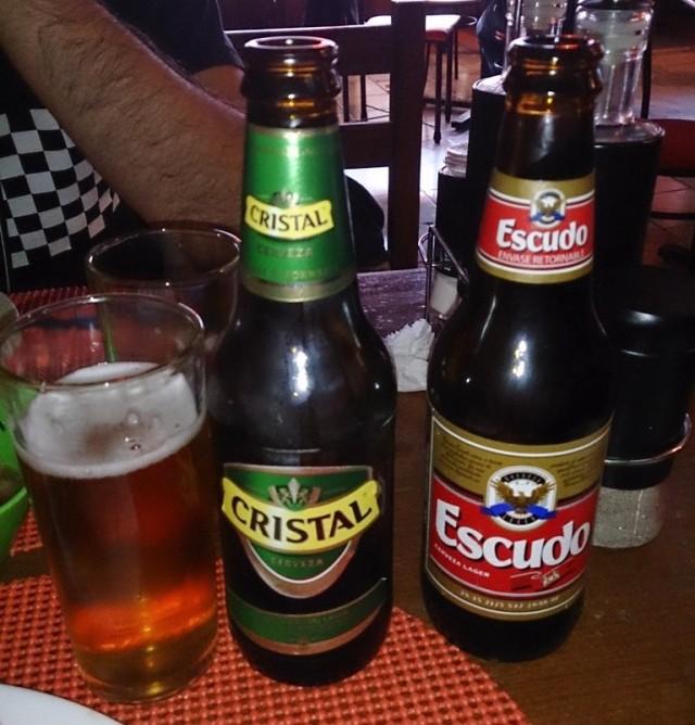 Cervejas Cristal e Escudo: fuja se você quer tomar uma cerveja especial. (foto: chiletourblog)