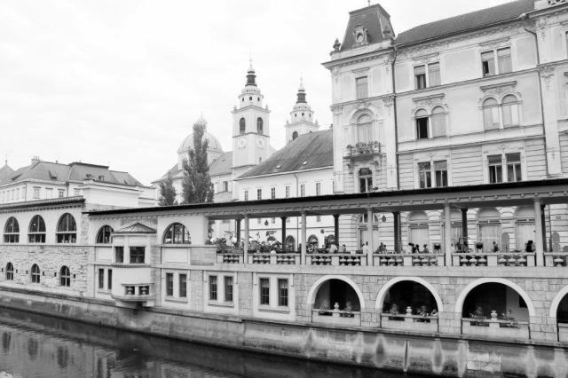 Nesses arcos funciona o Mercado Municipal da cidade