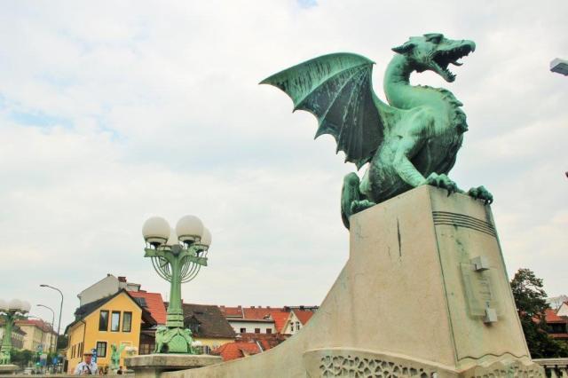 O dragão Ljubljana é o símbolo da cidade e está everywhere. O mito diz que Jason, um herói mitológico grego, matou o dragão e fundou a cidade.