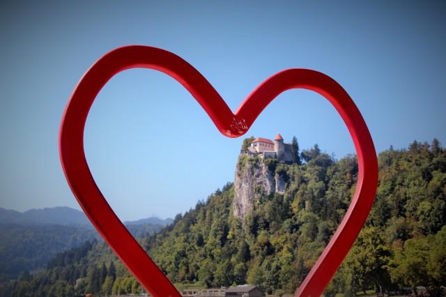 No lago há um coração vazado onde as pessoas batem fotos de si mesmas... Eu estava muito apaixoanda pelo Castelo. ;-)
