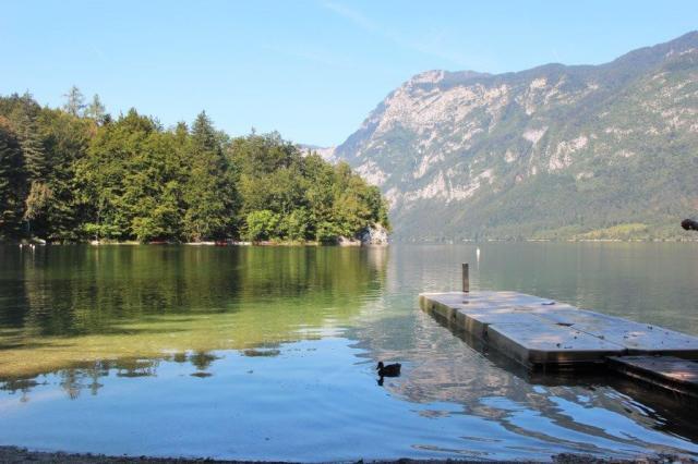 Lago Bohnij com água super limpa para banho e esportes