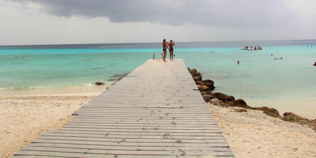 Pier em Porto Mari para não pisar nos corais quebrados.
