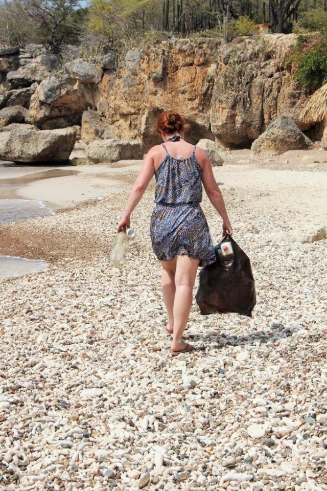 Tirando lixo da Playa Jeremi